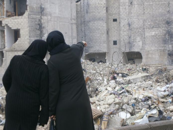 Aleppo dopo un bombardamento aereo (2013)